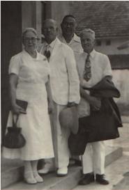 W.F. Offiler met F.G. van Gessel en zijn vrouw